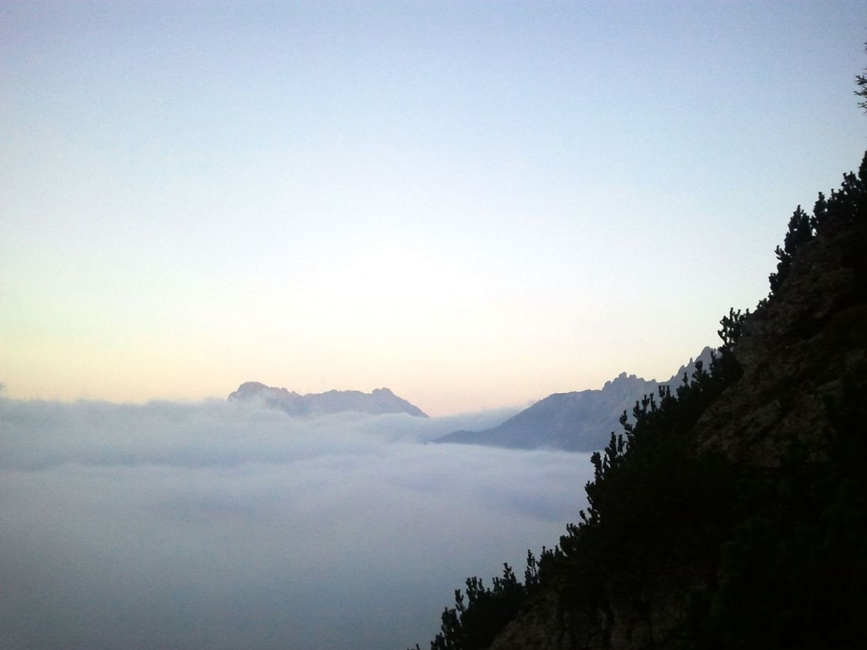 A sea of fog beneath Sessel Alm
