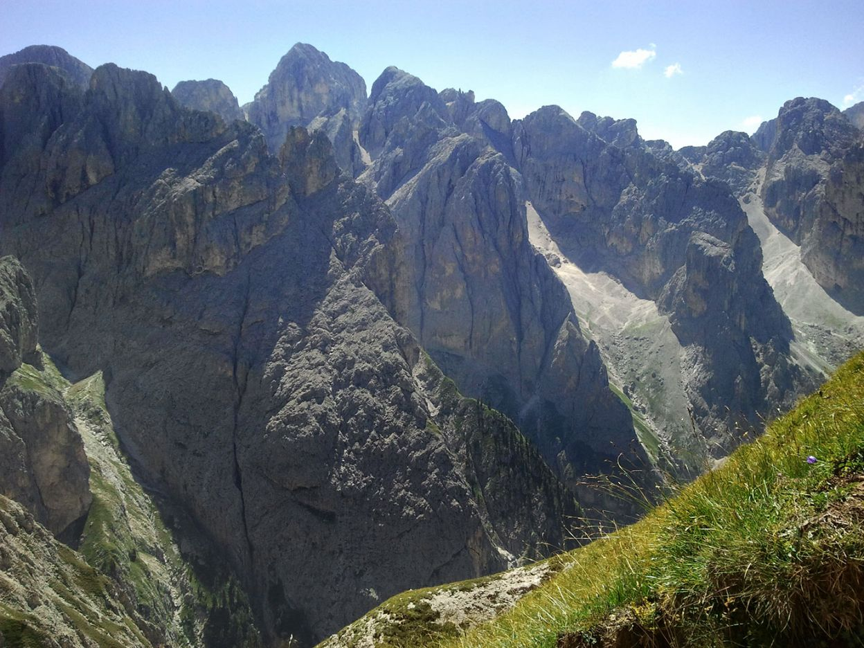 Sesselschwaige on the edge of the Dolomites